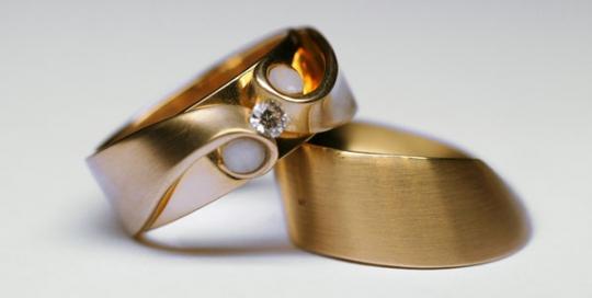 Geelgouden ring met diamant en kindertandjes