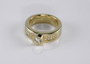 Dames trouwring met diamant en pavee