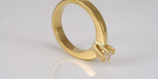 22 karaat gouden trouwring met diamant
