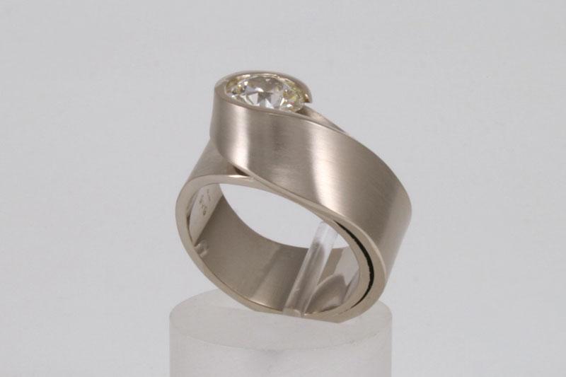 Witgouden-ring-met-1,33-karaat-diamant