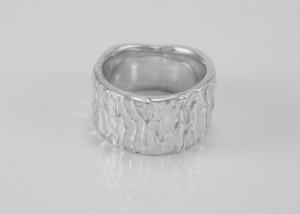 Organische reliëf ring in zilver