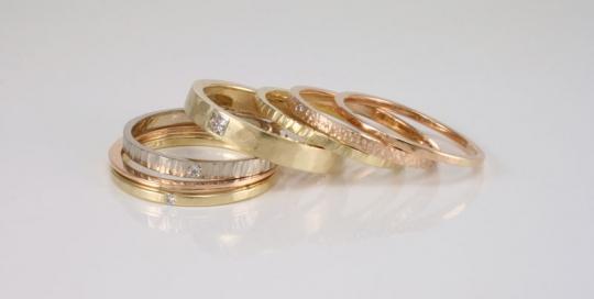 stapelring-in-wit-geel-en-roze-goud-met-diamant