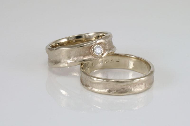 trouwringen-in-witgoud-met-diamant
