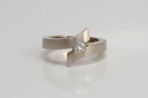 witgouden-ring-met-diamant