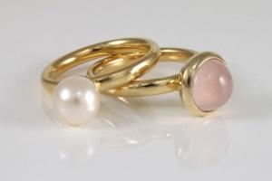 gouden-ringen-met-parel-en-rozenkwarts