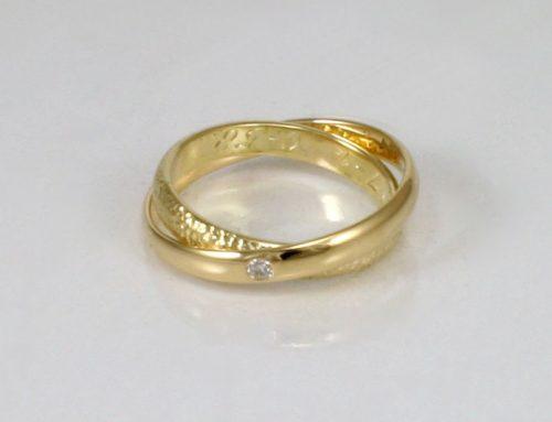 Samengevoegde trouwringen met diamant