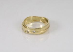 samengevoegde trouwringenn met diamanten