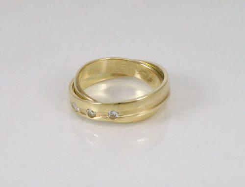 Samengevoegde trouwringen met diamanten