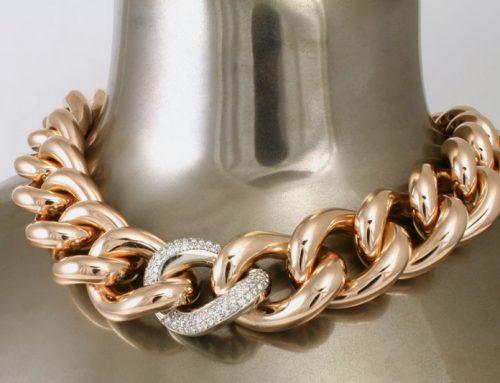 Rosé gouden collier met witgouden schakel bezet met diamanten